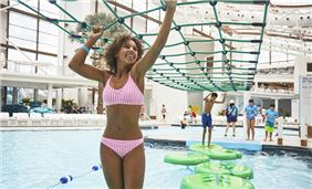 Pool activity at Soundwaves at Gaylord Opryland